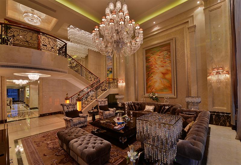 6號樓的躍層戶型,超過7米的挑高客廳給人的視覺感官十分震撼